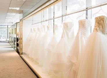 ひとつのドレスショップから始まった『アンテリーベ』は、貸衣裳だけにとどまらず、ヘアメイクやエステ・ネイルサロン等、ブライダルに関わるサービスをご提供しており